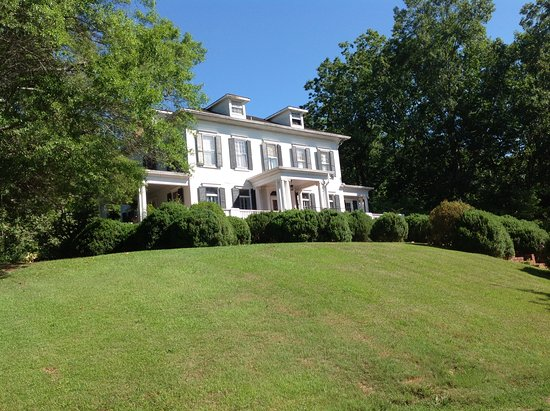 Springwood Inn: 20 acres of property