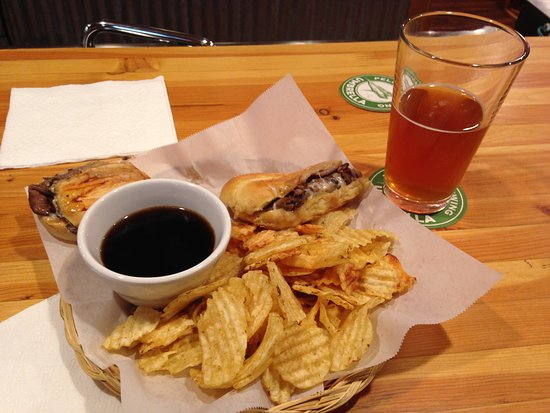Coupeville, WA: French dip with chips and beer