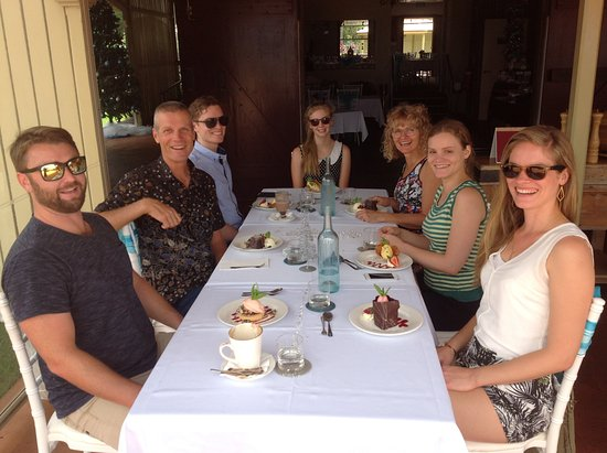 Flaxton, Australia: Our family enjoying Christians eve lunch