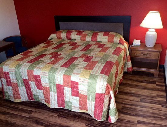 Iola, KS: Rooms are remodeld and well mainted. Clean and comfortable beds.