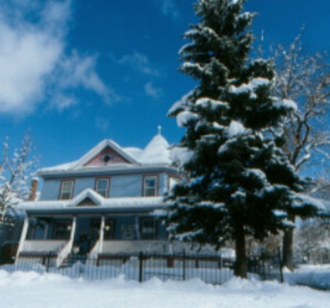 Holden House - 1902 Bed and Breakfast Inn: Holden House is beautiful any time of the year!