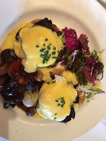 Mon Ami Gabi: oeuf Bourguignon Eggs Benedict, this dish was wonderful, as were all the dishes.