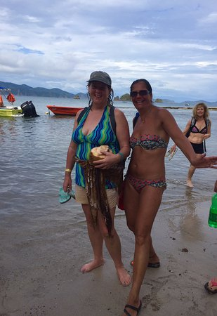 Montezuma, Costa Rica: Coconut girls