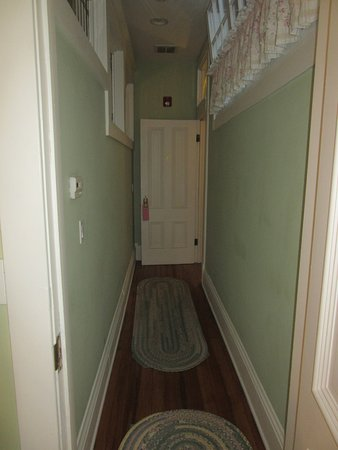 Washington, IL: Garden of Eden Room - Entry Halllway from Bedroom
