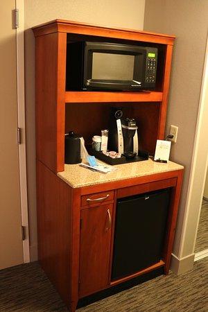 Hilton Garden Inn Tampa Airport Westshore: Microwave etc