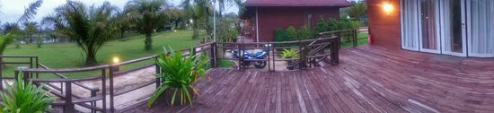 Su-ngai Kolok, Tailandia: View of the outdoor area just outside our room