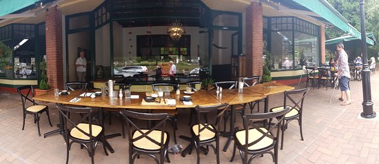 Wahroonga, ออสเตรเลีย: Told to wait 10 mins for a table, joke!