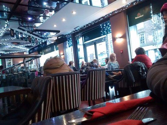 River Bar: Salón