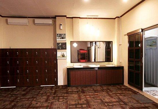 Pesona Artha Hostel: Locker