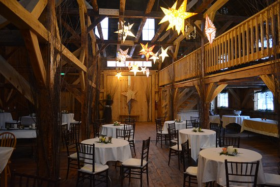 Andover, Nueva Hampshire: The barn, set up for the party