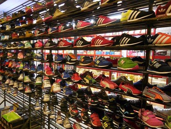 Puchong, ماليزيا: Sneaker Heaven