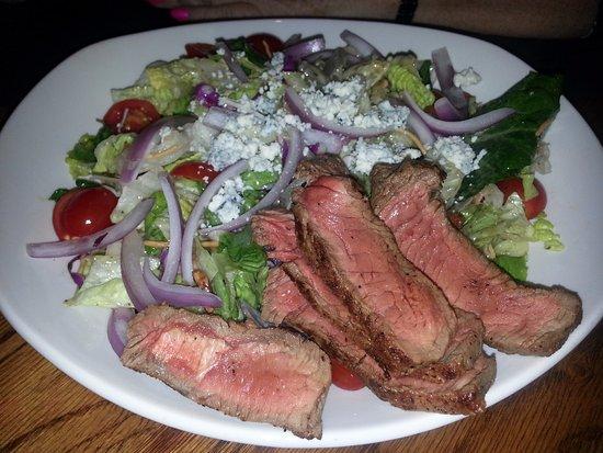 Skokie, IL: steakhouse salad