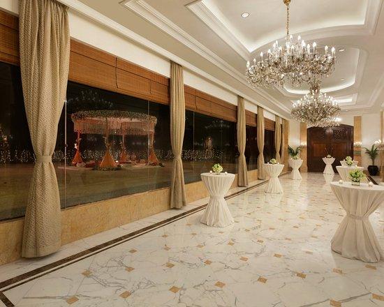 Shangri-La's Eros Hotel Photo