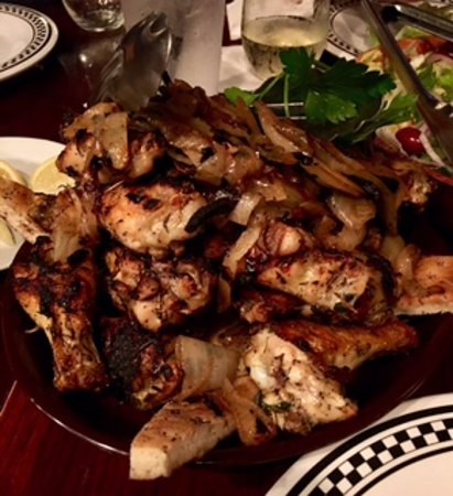 Anthony's Coal Fired Pizza : Plenty of wings on a bed of garlic toast