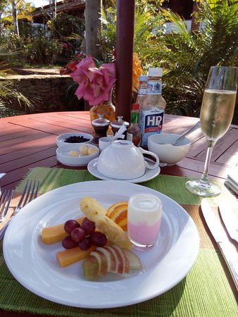 Machakos, Kenya: champagne breakfast