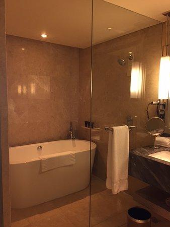 Größe Badewanne große badewanne und dusche picture of marina bay sands singapore