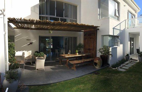 L'Agulhas, Sudáfrica: backyard garden