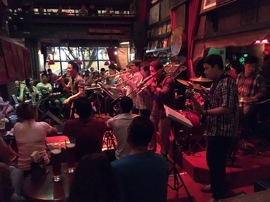 Saxophone Pub : 스윙 밴드의 공연