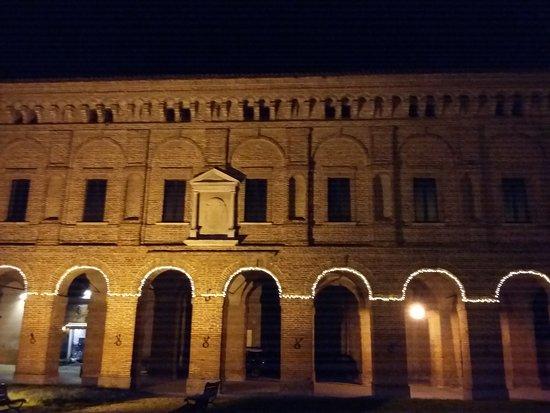 Sabbioneta, Italy: Esterno notte