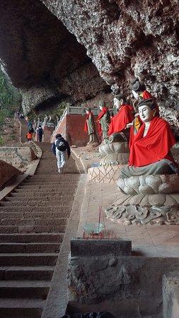 Statues at Mount Qingcheng