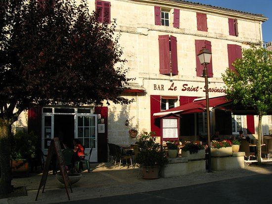 "Hotel restaurant ""Le Saint Savinien"""