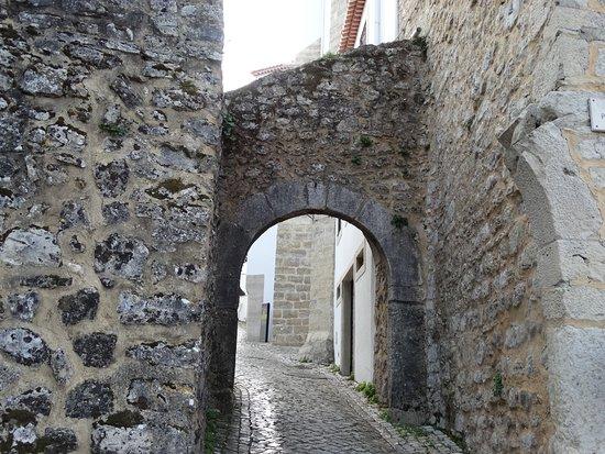 Ourem, Portekiz: Uma das saidas do local.