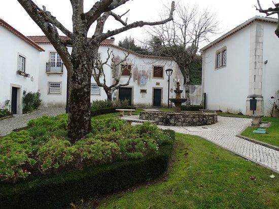 Ourem, Portugal: Um recanto junto ao Museu.