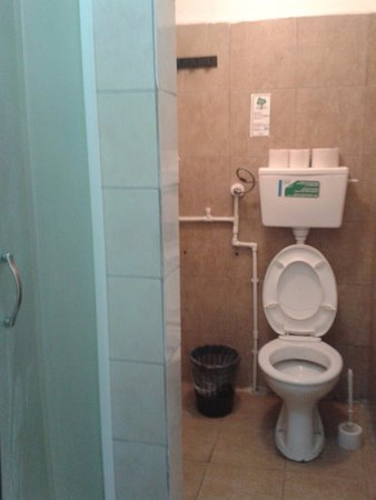Leskovac, Serbien: hotel Gros, room 35 - the bathroom