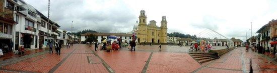 Chiquinquira, Колумбия: Vista geral da Plaza Bolivar.