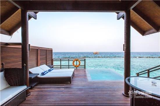 Kuda Rah Island: Water Villa pool