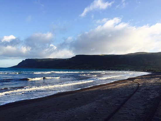 Glenariff, UK: Waterfoot beach
