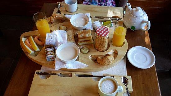Boutique Hotel de la Fonte: Desayuno (sirven en esta bandeja y luego se puede repetir lo que se desea)