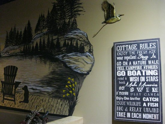 Orillia, Canadá: Just a small part of interesting decor at Lake Country Grill.