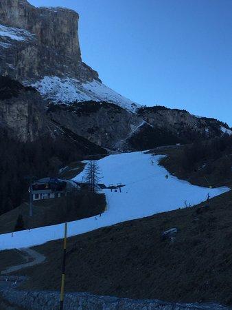 Val Gardena, Italia: Le piste sono tutte innevate artificialmente e si scia meravigliosamente bene!!!