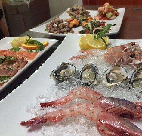 Zenith: crudo di mare, scampi, ostriche, gamberi e carpaccio di pesce, una delizia...