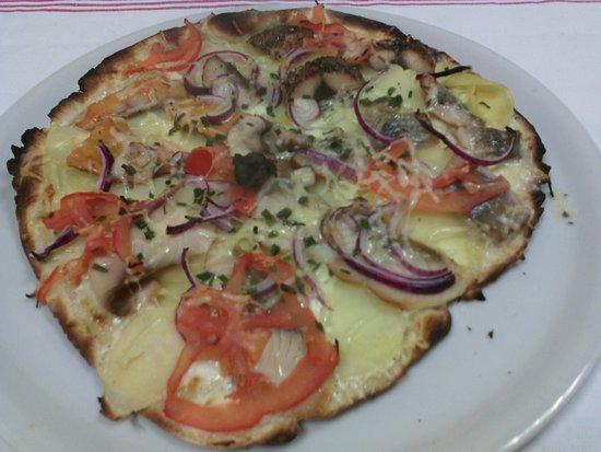 Valognes, Francia: pizza du vieux pecheur Nordique 4 poissons fumés base pdt creme