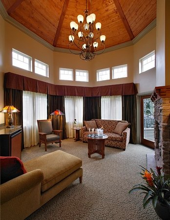 Avila Beach, Califórnia: Insider tip: Ask for our upstairs Grand Escape Suite to experience the gorgeous vaulted ceiling