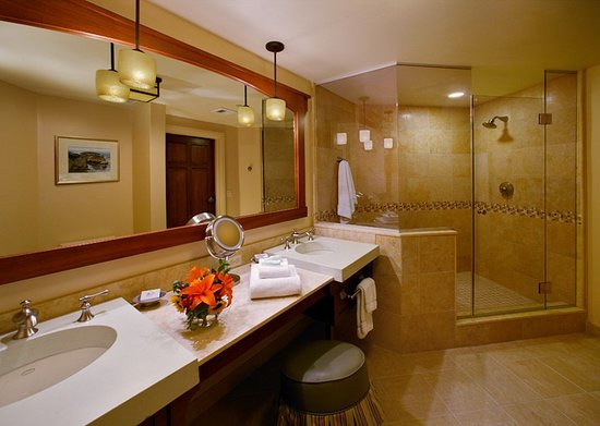 Avila Beach, CA: Bathroom in a Deluxe Room with Private Outdoor Hot Tub