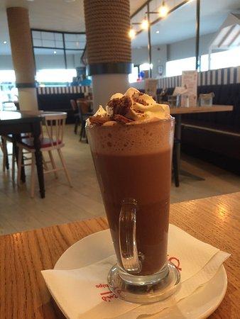 Had winning hot chocolate here ... very satisfied 👌😊