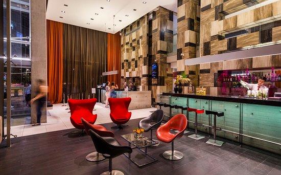Best Western Premier Marina Las Condes: Recepción y Lobby Bar