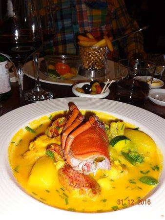 Strombeek-Bever, Бельгия: le ragout de homard , coquille saint jacques , petits légumes et sauce curry safranée