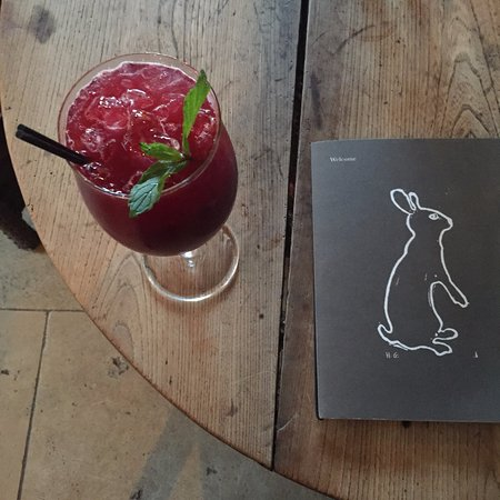 Kingham, UK: cocktail in the bar