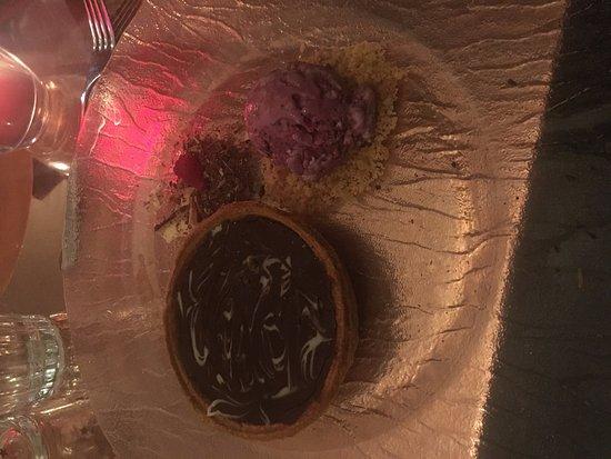 Hollingbourne, UK: Warm Chocolate Tart - Wasn't warm..,