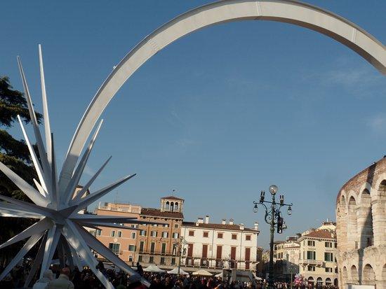Stella Di Natale A Verona.Stella Di Natale Nell Arena Di Verona Izobrazhenie Amfiteatr V