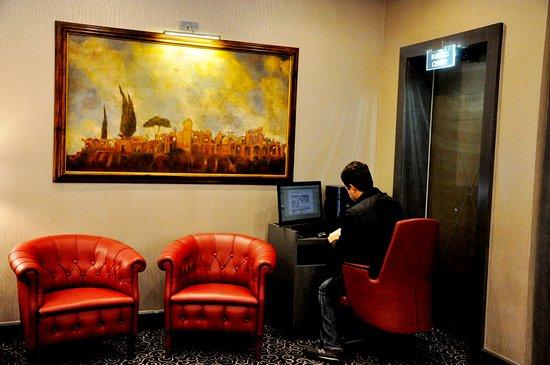 Hotel Artemide - room photo 11026216