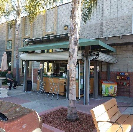 ชูลาวิสตา, แคลิฟอร์เนีย: BISTRO CAFE & PANINI