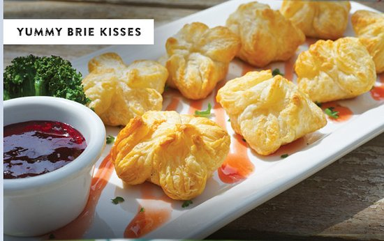 Smoky Mountain Pizzeria Grill: Prepare to be kissed...Brie kisses that is!