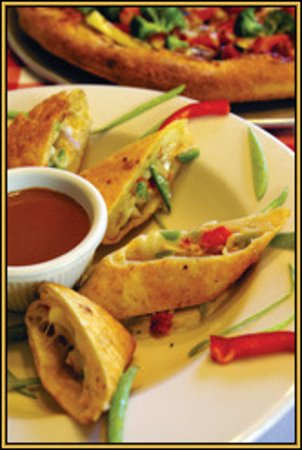 Smoky Mountain Pizzeria Grill: Enjoy hot appetizer and drink specials during Happy Hour everyday 3:00pm - 5:30pm!
