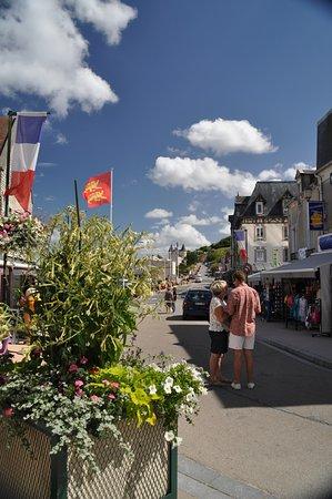 Arromanches-les-Bains, France: Torist Street