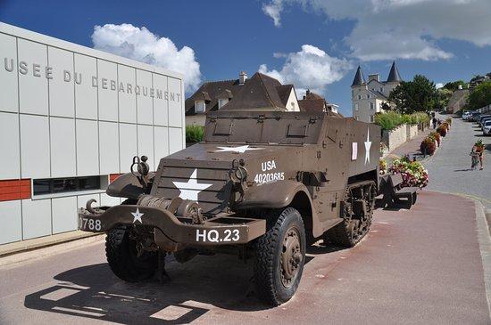 Arromanches-les-Bains, France: American Jeep exhibit